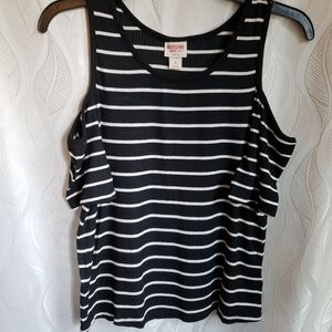 NWT Mossimo Striped Ribbed Cold Shoulder Tshirt